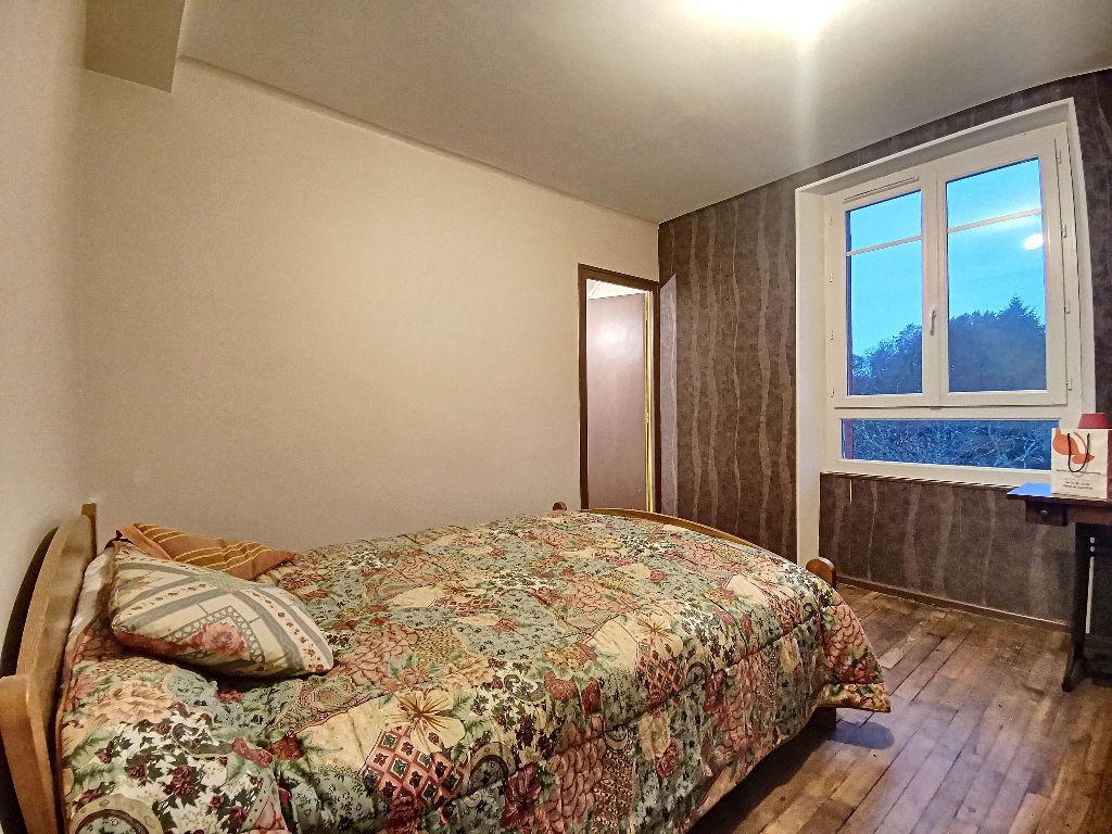 Maison Saint Germain Les Vergnes 7 pièces 142 m² - 1 suite parentale - 4 chambres dont 2  avec dressing - 2 salle de bains - 2 WC - 1 cellier - 1 salon - 1 cuisine  - 1 grande dépendance