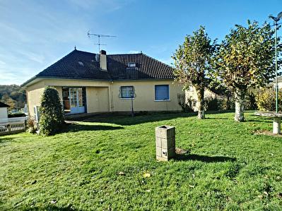 Maison Seilhac 9 pieces 200 m2 - 5 chambres - 1 bureau - 2 sdb - 1 sde  - 1 garage - 1 cave - 1 terrasse - 1 dependance