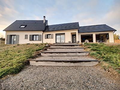 Maison de plain pied a 10 minutes de Tulle 7 pieces 178 m2 - 4 chambres dont une suite parentale - 1 buanderie - 2 WC- 1 double garage - 1 terrasse