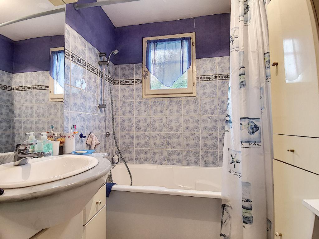 Maison de plain pied Brive La Gaillarde 3 pièces 90 m2 - 2 chambres - 1 salon/ séjour - 1 salle de bains - 1 WC - 1 garage - 1 dépendance