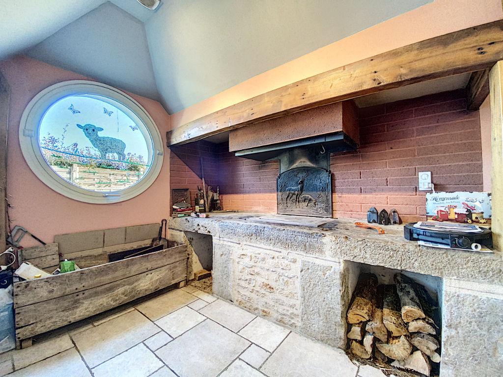 Maison Cublac - 300 m2 - 17488 m2 de Terrain
