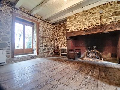 Maison Lagrauliere 5 pieces 100 m2 - 4 chambres - 1 salon sejour avec cuisine ouverte amenagee equipee - 1 salle de bain - 2 WC - 1 cave - 1 dependance