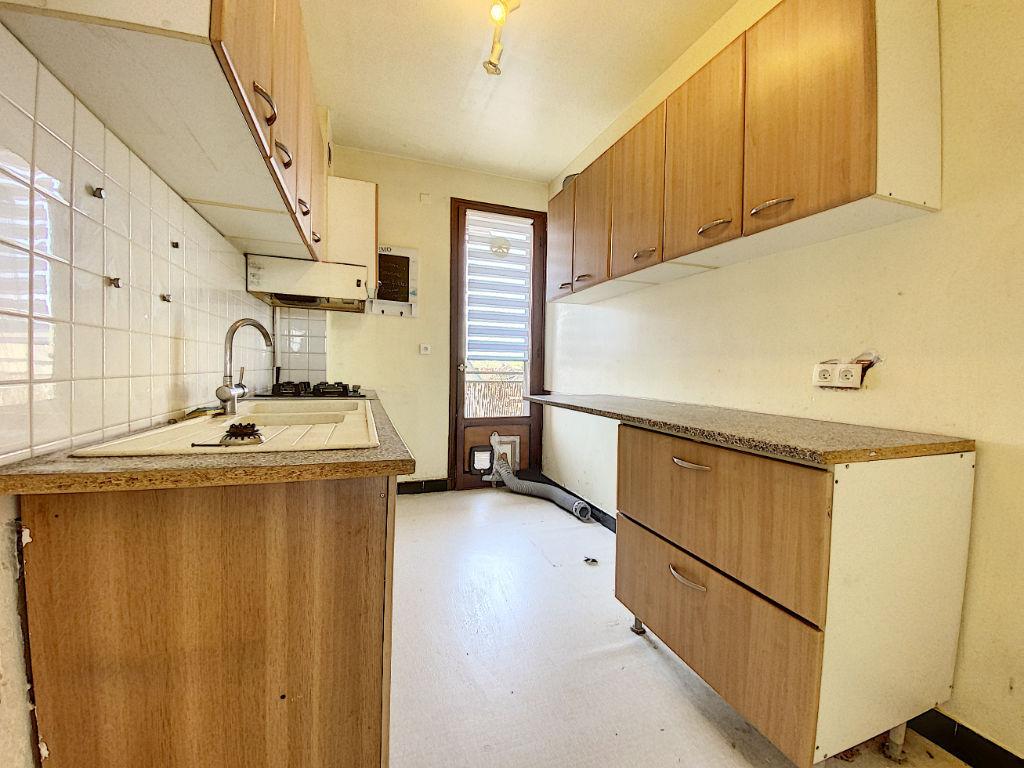 BRIVE - Appartement T3 traversant 70 m2 - balcon - garage