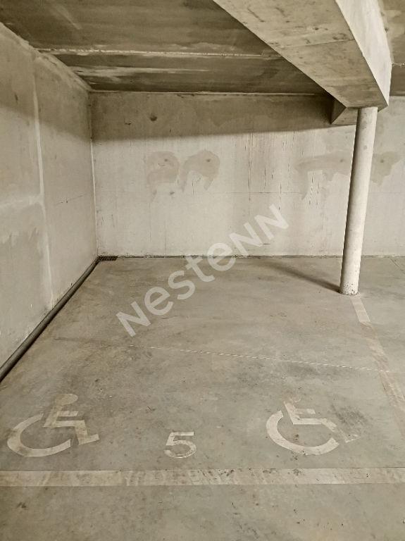 place de parking handicapé de 18.10 m² - place N°5