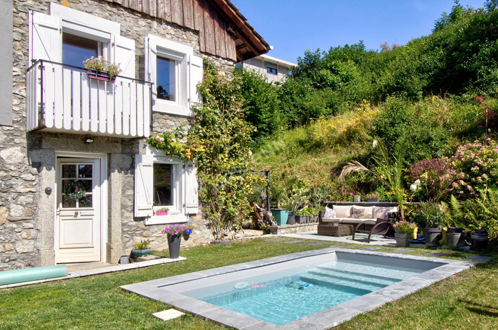 Maison de charme avec piscine et vue lac