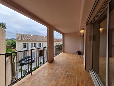 HYERES PROCHE CENTRE - Appartement T2 + bureau, terrasse, ascenseur