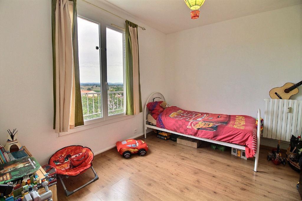 HYERES EST Appartement T3 pièces Dernier étage - Cave - Parking