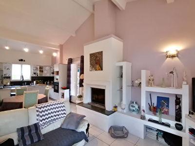 HYERES COSTEBELLE - residentiel maison T6 150 m2 avec piscine et dependance.