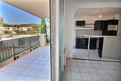 Appartement Hyeres 2 pieces 47.55 m2 avec garage grande terrasse