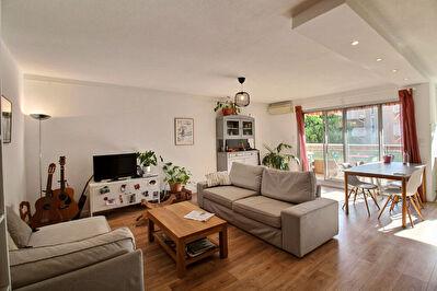 Appartement Hyeres 4 pieces 87.06 m2 - Residence securisee avec ascenseur et proche Centre-ville