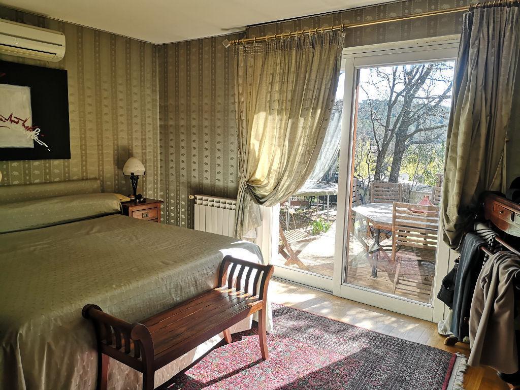 Maison Cuers - 265 m2 - Dépendances - Piscine