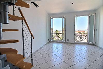 Vue Mer, HYERES Appartement 3 pieces-  En plein coeur de ville, ascenceur.