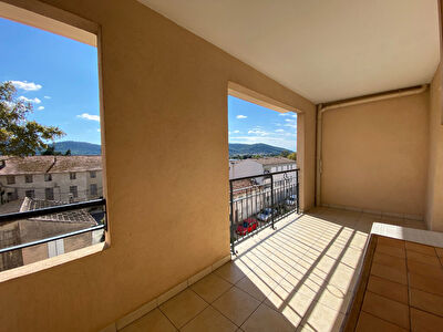 HYERES OUEST - Appartement T4 de 86 m2 - Residence recente, terrasse, ascenseur