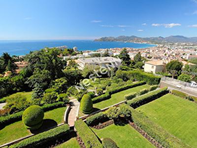 Cannes Location Croix des gardes Rez de jardin 110m2 cave garage