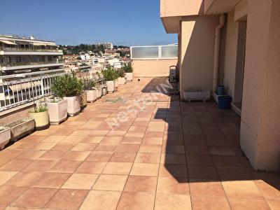 Cannes la Bocca appartement toit terrasse vue mer dernier etage
