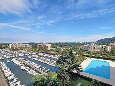 Mandelieu, 2 pieces avec terrasse, piscine et parking