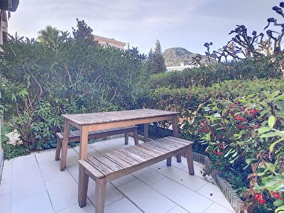 Mandelieu La Napoule studio bord de mer en rez de jardin