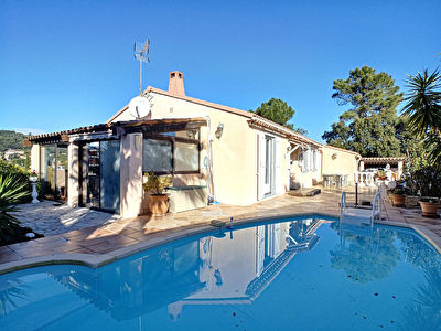 Villa individuelle de plain pied 131m2 au calme piscine