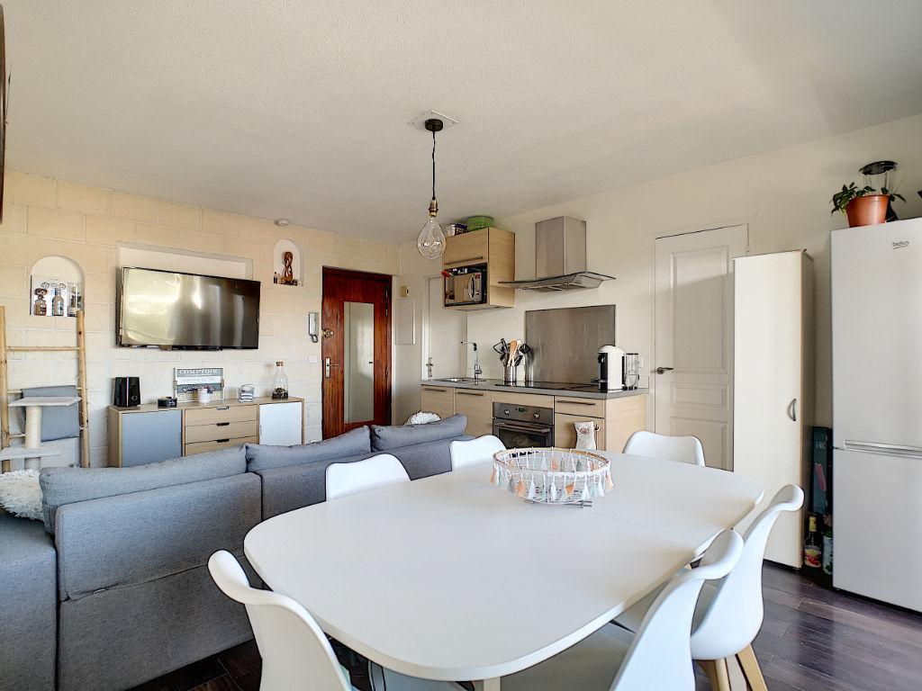 Mandelieu appartement 2 pièces lumineux avec terrasse et vue dégagée