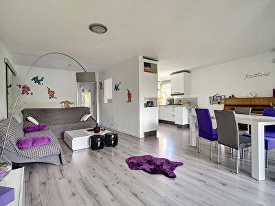 Mandelieu La Napoule 4 pieces traversant de 77 m2 au calme residence avec piscine