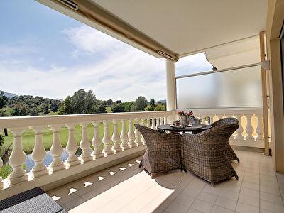 Mandelieu Minelle : Studio Magnifique vue golf BARBOSSI