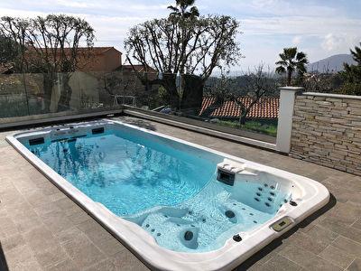 A 10mn de menton dans un environnement tres residentiel tres belle villa avec vue mer secteur tres coame.
