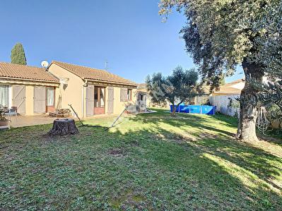 Maison d'environ 85 m2 avec garage dependance sur environ 630 m2 de terrain