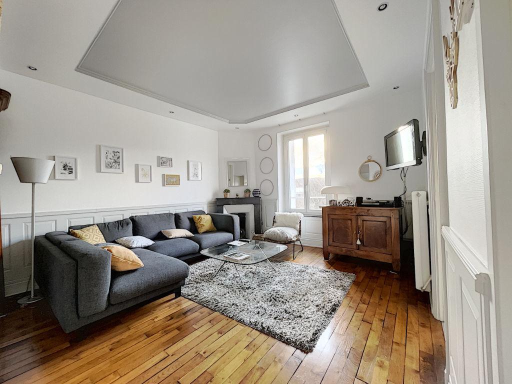 Appartement Secteur Artem 5 pièce(s) 110 m²
