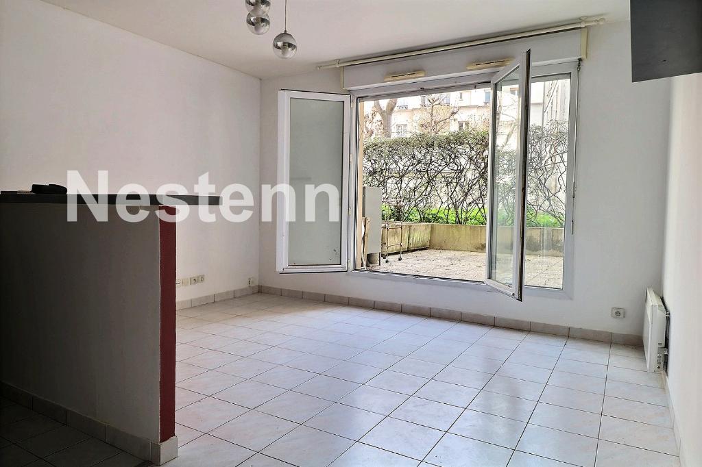 Batignolles : Grand studio avec terrasse de 15 m²