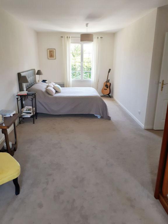 Belle demeure à Poigny la Foret 6 pièce(s) 209 m2