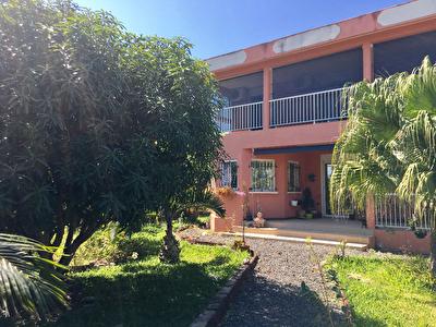Maison F6 lumineuse 220 m2 sur  un terrain de 600 m2  a Cambuston  (Saint Andre)