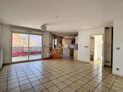 SALON DE PROVENCE - Appartement T3 de 68 m2 - Residence securisee - garage et parking -