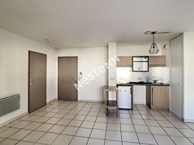 SALON DE PROVENCE - Appartement 2 pieces 40 m2 - Stationnement souterrain -