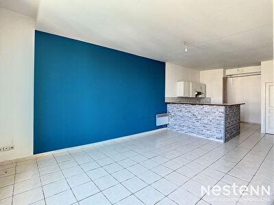 SALON DE PROVENCE - Appartement  3 pieces - 100 m2 - proche de toutes commodites -