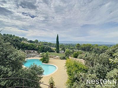 SENAS - Maison avec studio independant - 184 M2 - Calme - Vue sur les Alpilles et le Luberon