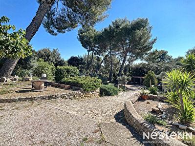 PELISSANNE Maison - 133 m2 habitable sur un terrain de 5700m2 - Cadre idyllique