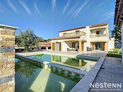 SALON-DE-PCE - Villa T7 de 140 m2  + dependance de 50 m2 - Piscine et sous-sol