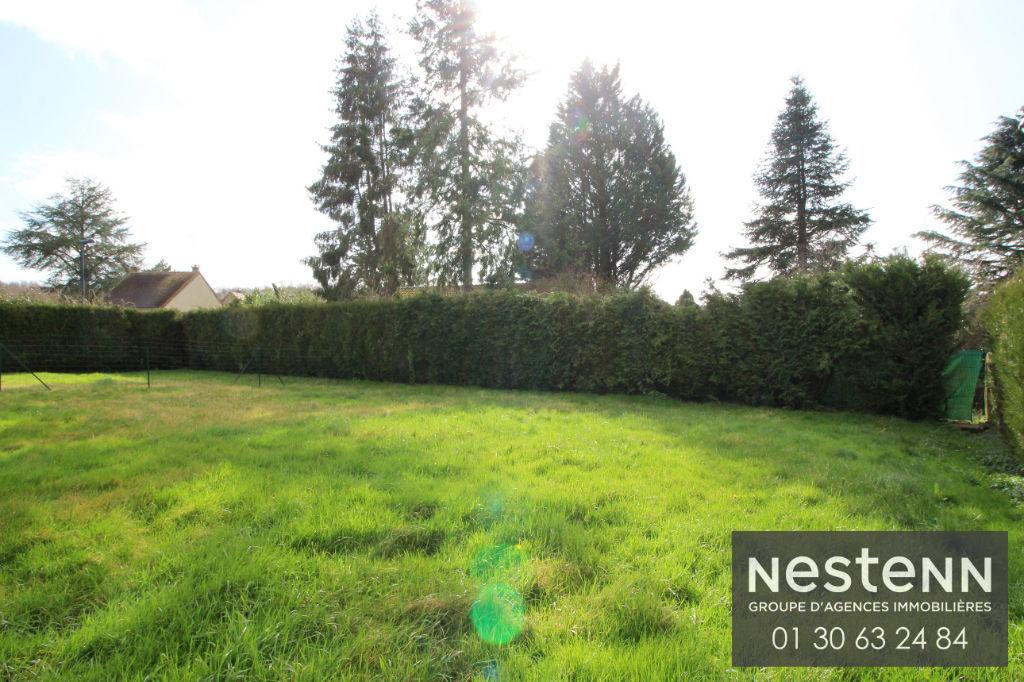 Beau terrain plat constructible de 559 m² situé dans l'axe Houdan-Septeuil