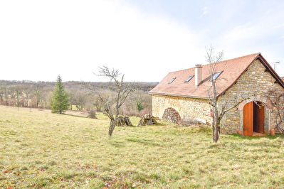 Maison 8 pieces 268 m2 sur 48 hectares