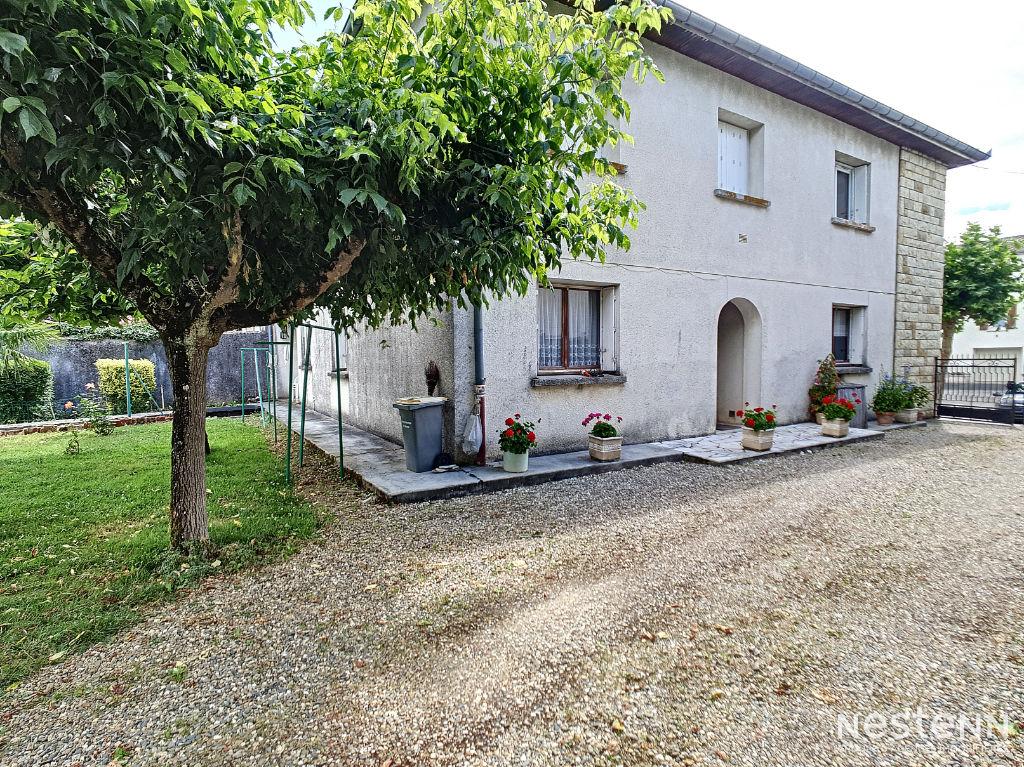 À vendre au centre de Condom Maison de 220 m² composée de 2 appartements avec jardin et garage