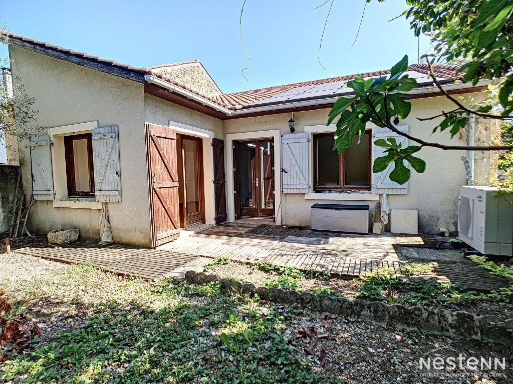 Vente maison en pierre de 115 m² avec jardin proche du centre de Condom.