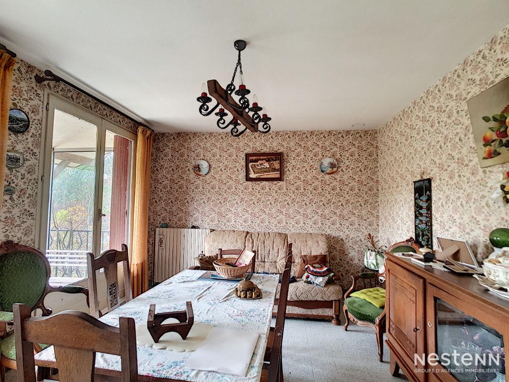 Vente maison à rafraîchir de 2 chambres sur une parcelle de plus de 3000 m² à 3 minutes du centre de Condom.