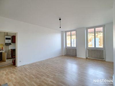 A louer appartement T3 de 102 m2 en plein centre-ville
