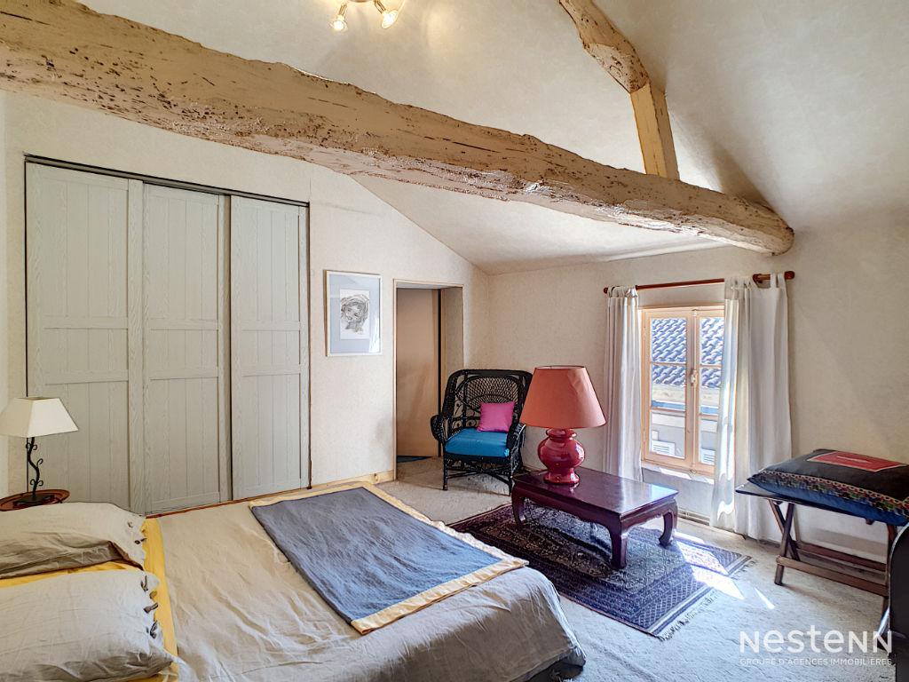 A vendre immeuble de 200 m² , 5 chambres au centre de Condom