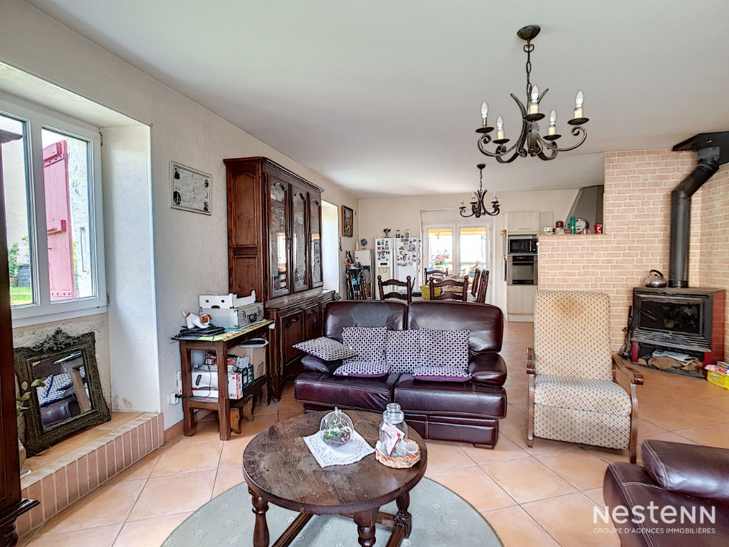 Maison en pierre de 162 m² avec garage et jardin à Valence-sur-Baïse