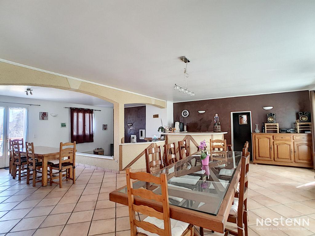À vendre maison contemporaine de 211 m² sur une parcelle de 2554 m²