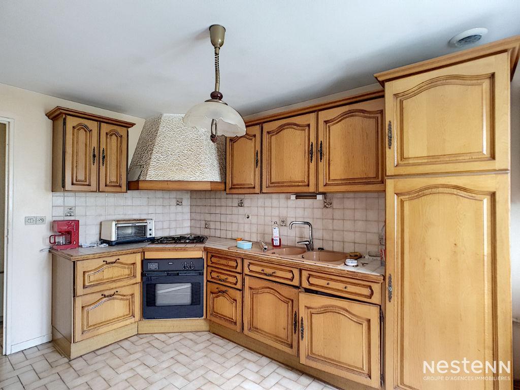 A vendre maison de plain pied de 90 m² avec garage et jardin.