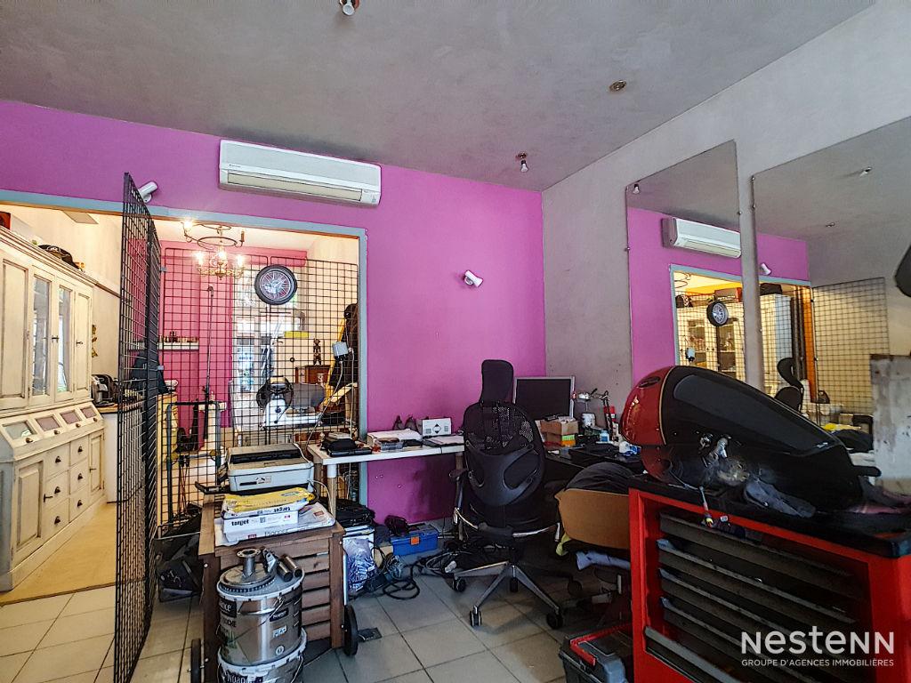 A vendre Immeuble de 200 m² avec terrasse et cour au coeur de Condom
