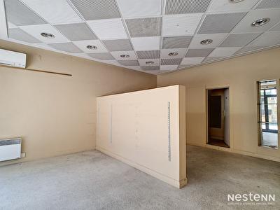 En vente Immeuble de 200 m2 avec local commercial et appartement de 4 pieces