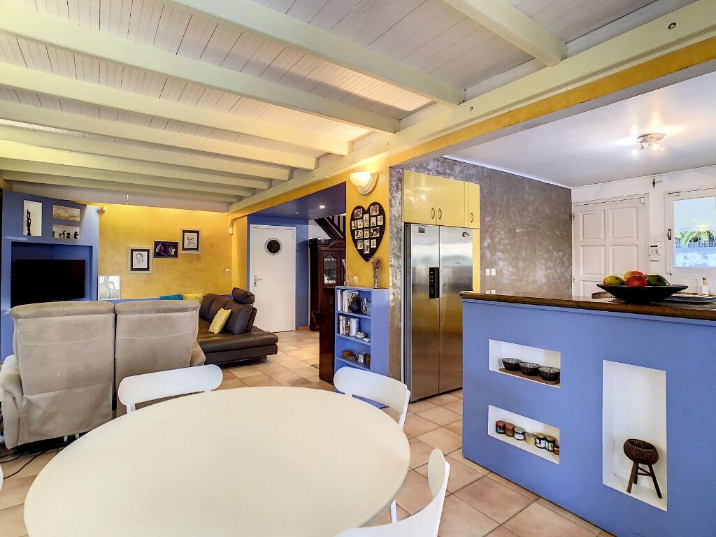 VILLA F6 (220 m²) en vente à PETIT BOURG-ARNOUVILLE